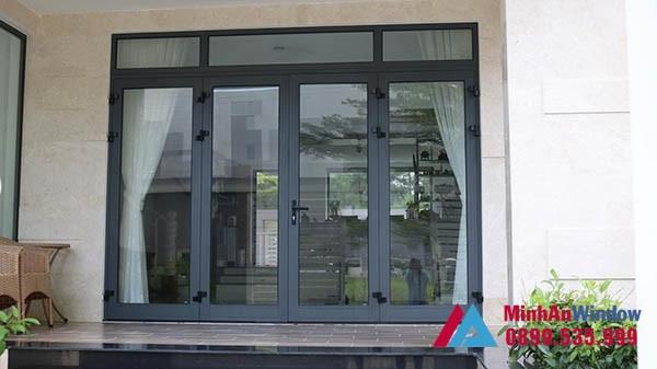 Mẫu cửa đi 4 cánh bền đẹp màu đen Minh An Window lắp đặt cho khách hàng tại Điện Biên