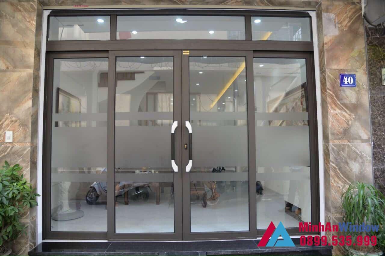 Cửa nhôm trượt quay màu nâu Cafe - Minh An Window đã thi công
