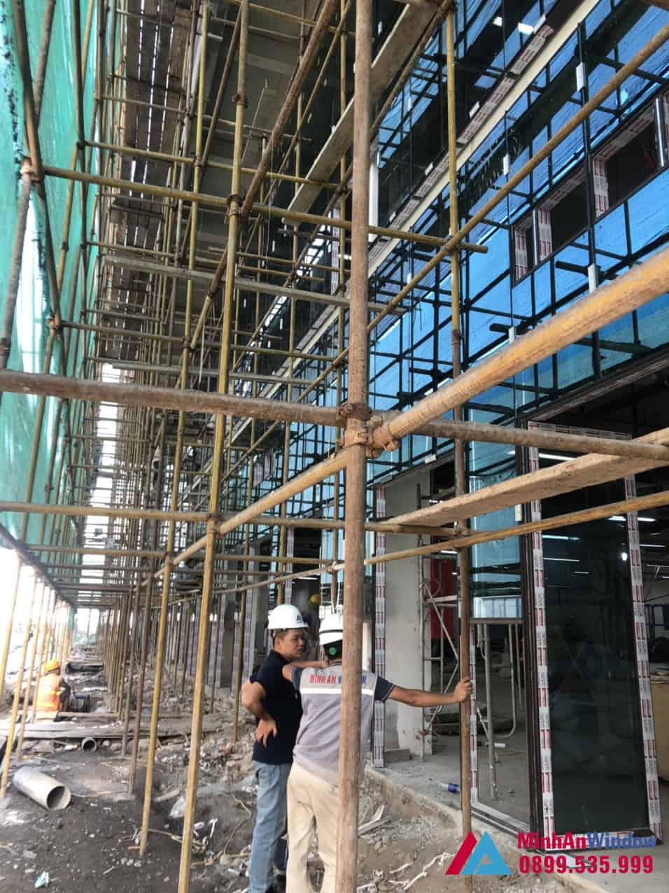 Thi Công Cửa Vách Nhôm Kính Nhà Máy Khu Công Nghiệp Đồng Văn 4