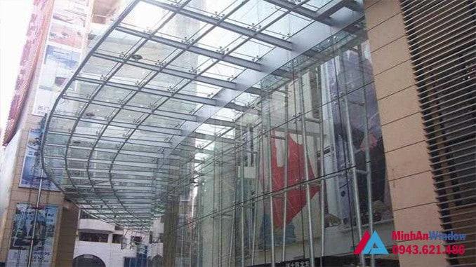 Mái vòm kính khung sắt tòa nhà