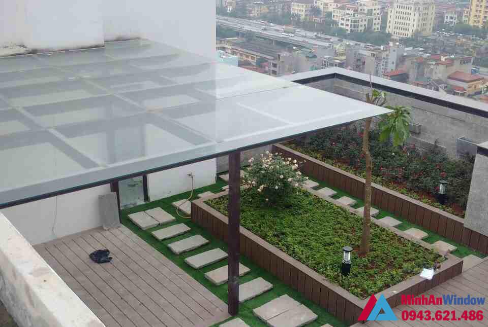 Mẫu mái kính sân thượng khung sắt Minh An Window lắp đặt cho nhà ở