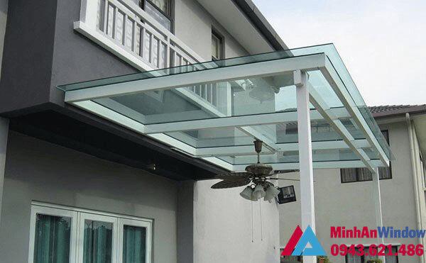 Mẫu mái kính cường lực lắp cho công trình nhà ở đẹp, đơn giản