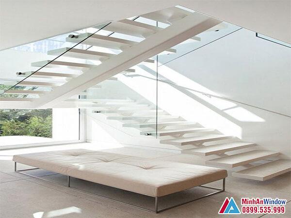 Lan can cầu thang kính đơn giản đẹp cho phòng khách - Minh An Window đã thi công