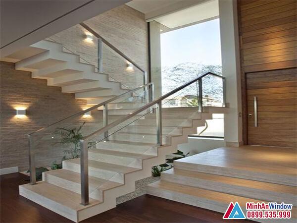 Lan can cầu thang kính cường lực đẹp nhất năm 2021 - Minh An Window đã thi công
