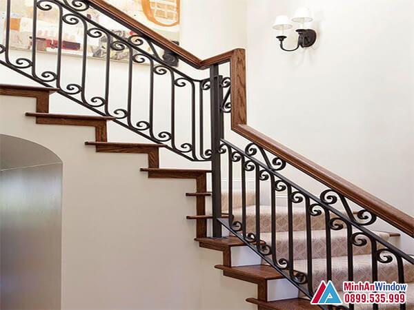 Cầu thang sắt mỹ thuật cao cấp tay vịn gỗ - Minh An Window đã thi công