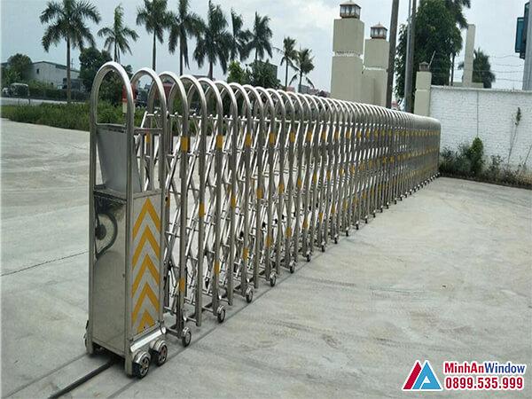 Cổng xếp tự động cao cấp cho các nhà máy - Minh An Window đã thi công