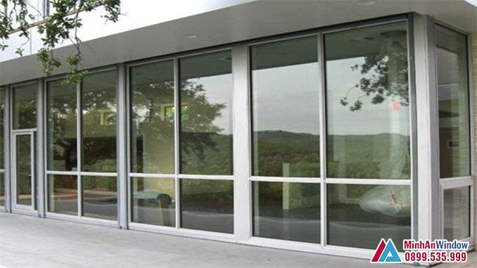 Cửa kính cường lực khung inox xám trắng cao cấp - Minh An Window đã thi công
