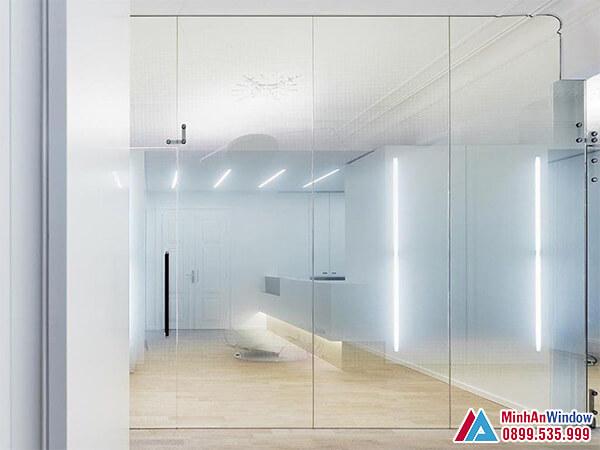 Cửa kính cường lực tại Bắc Kạn loại 3 cánh cao cấp - Minh An Window đã thi công