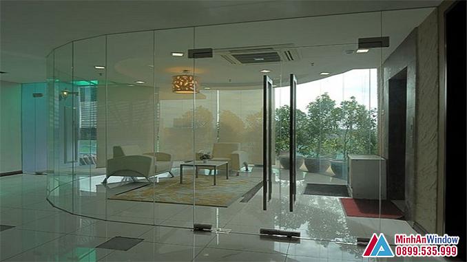 Cửa Kính Thủy Lực 2 Cánh Cho Phòng Khách Cao Cấp - Minh An Window Đã Thi Công
