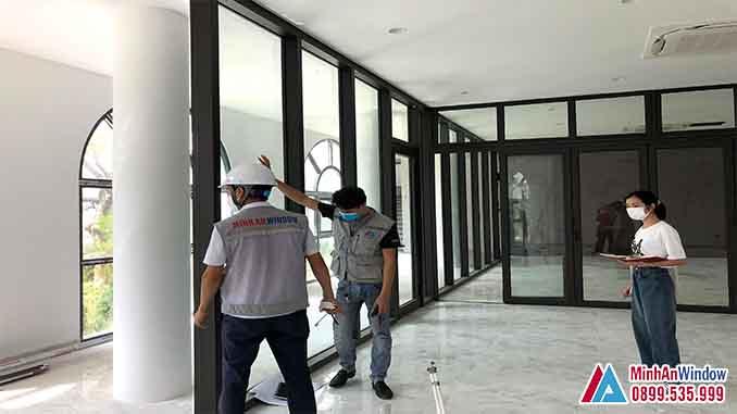 Nhân Viên Minh An Window Lắp Đặt Cửa Nhôm Kính Tại Vĩnh Phúc