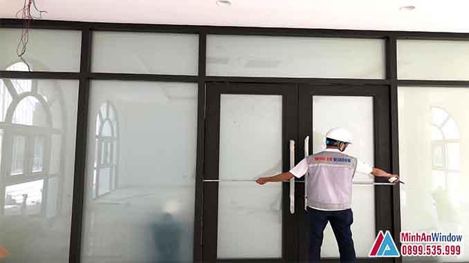 Cửa Nhôm Kính Tại Sơn Tây Kết Hợp Kính Điện Thông Minh - Minh An Window Đã Thi Công