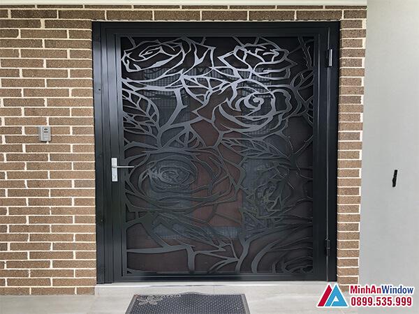 Cửa sắt 1 cánh hoa văn đẹp cao cấp chất lượng - Minh An Window đã thi công