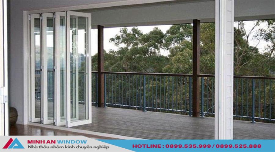 Cửa xếp gấp trượt Xingfa cho phòng khách cao cấp - Minh An Window đã thi công.