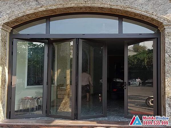Cửa kính khung sắt sơn tĩnh điện trượt gấp cho các biệt thự - Minh An Window đã thi công