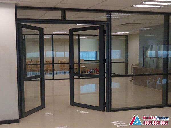 Cửa kính khung sắt sơn tĩnh điện 2 cánh mở quay - Minh An Window đã thi công