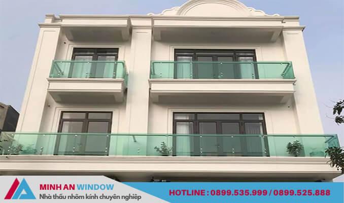 Cửa nhôm Xingfa cho phòng khách sử dụng hệ nhôm 93 cao cấp