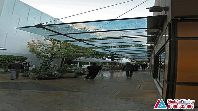 Mái Kính Khung Inox Cho Các Siêu Thị - Minh An Window Đã Thi Công