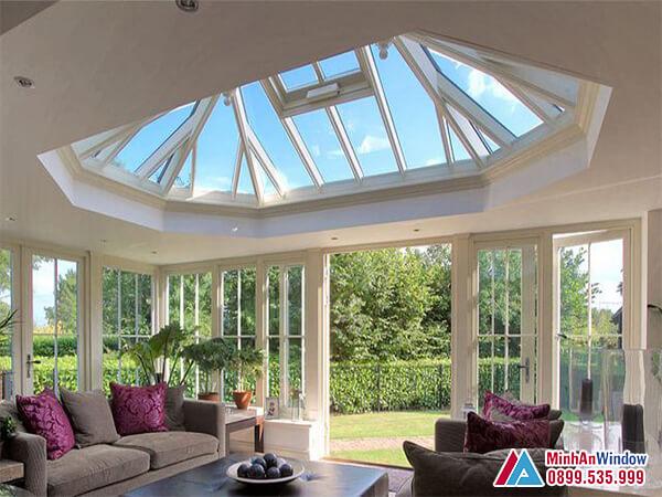 Mái kính giếng trời lấy sáng cho phòng khách - Minh An Window đã thi công