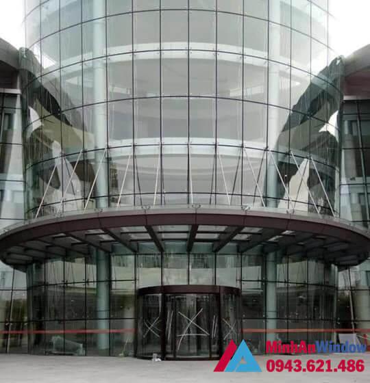 Mẫu mái kính cường lực do Minh An Window lắp đặt cho sảnh các công ty lớn
