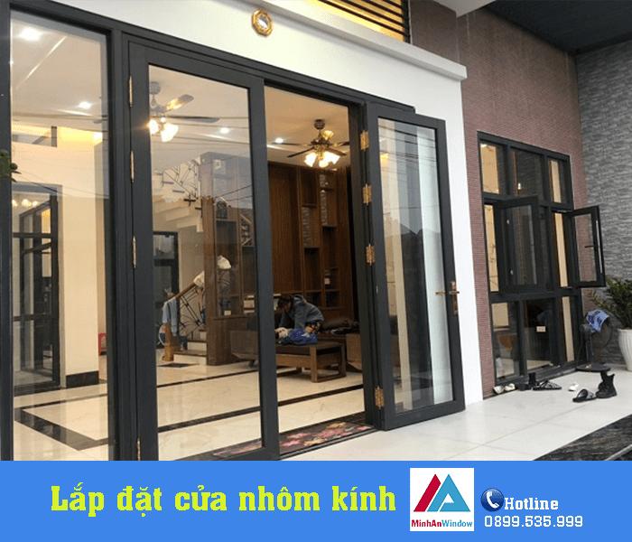 Lắp đặt cửa nhôm kính mở quay do Minh An Window thiết kế và thi công