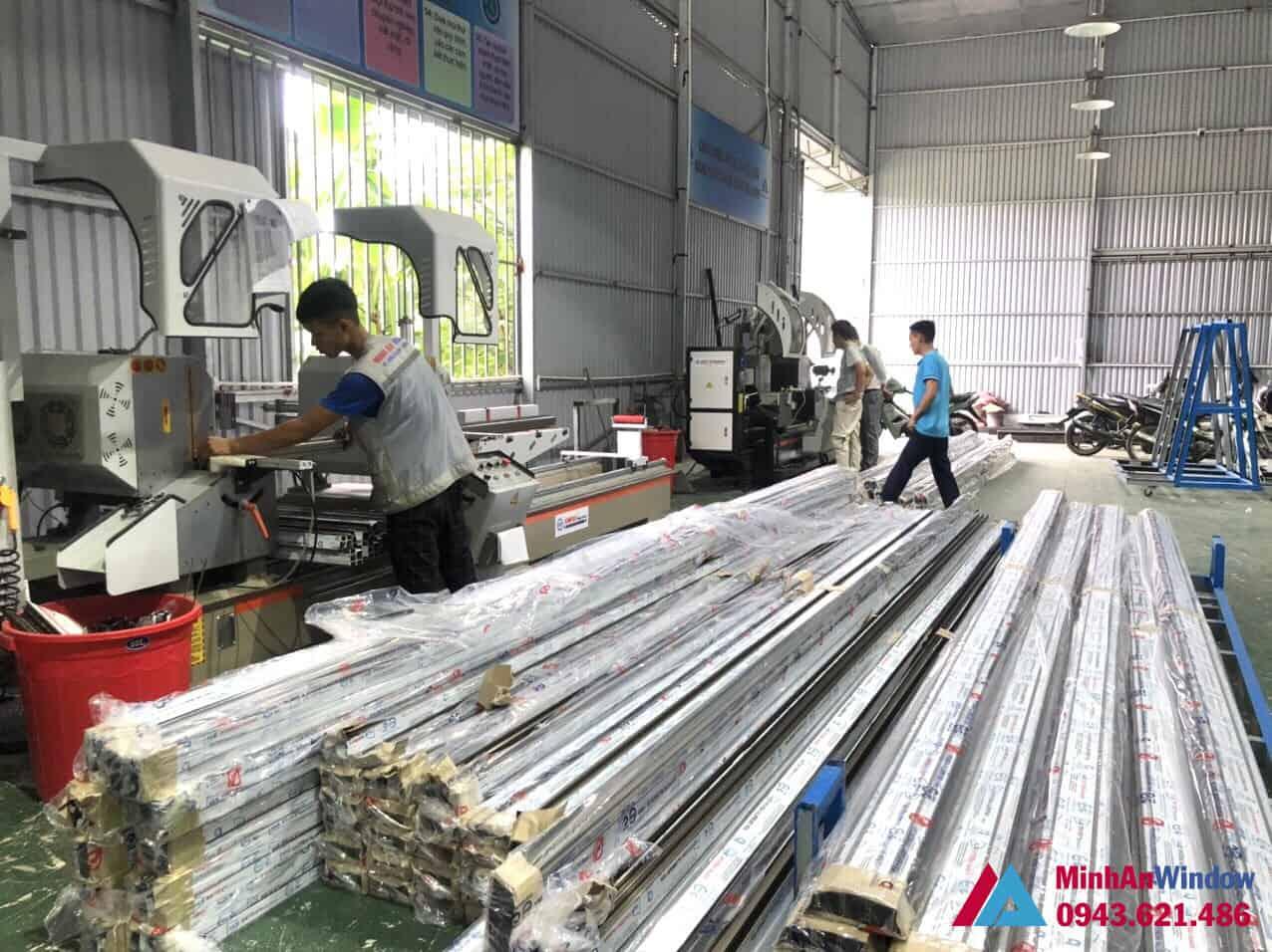 Xưởng sản xuất của Minh An Window với đội ngũ nhân viên có tay nghề cao