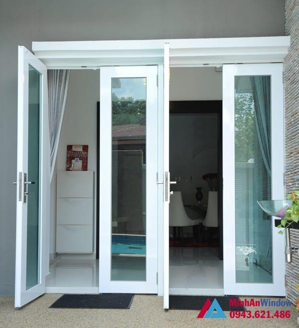 Mẫu cửa đi nhôm kính 4 cánh màu trắng Minh An Window lắp đặt tại Thái Nguyên