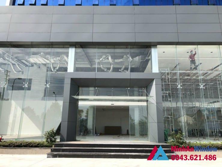 Mẫu vách mặt dựng Minh An Window lắp đặt cho showroom