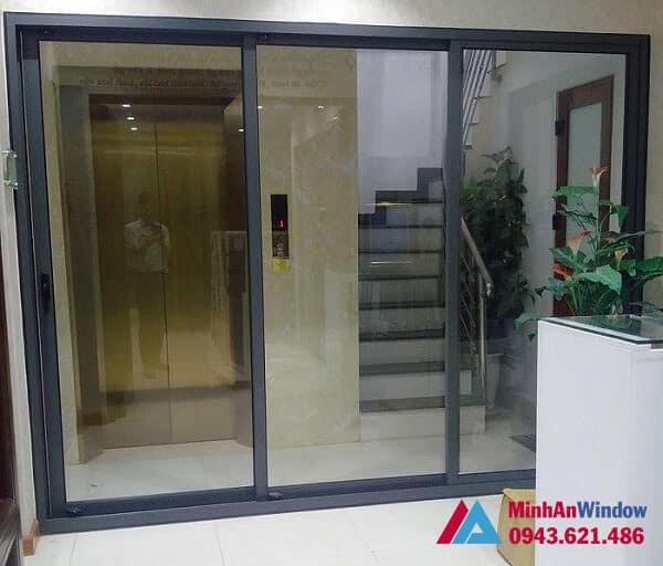 Mẫu cửa đi nhôm kính xếp trượt tại KCN Đài Tư - Long Biên  do Minh An Window lắp đặt