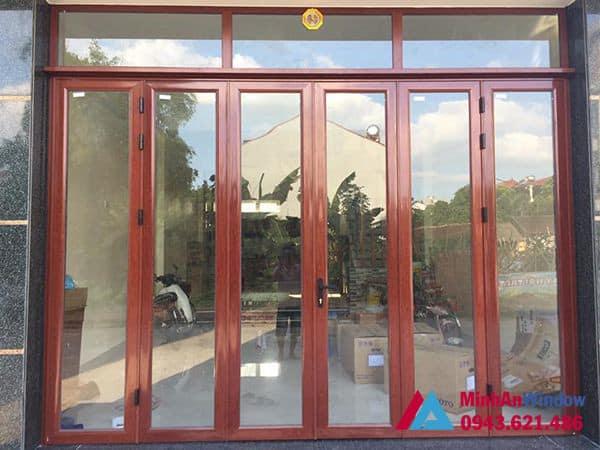 Mẫu cửa nhôm kính màu vân gỗ Minh An Window lắp đặt cho khách hàng tại huyện Mỹ Đức