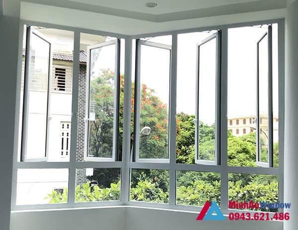 Mẫu cửa sổ nhôm kính mở quay màu trắng Minh An Window lắp đặt cho khách hàng tại Sóc Sơn