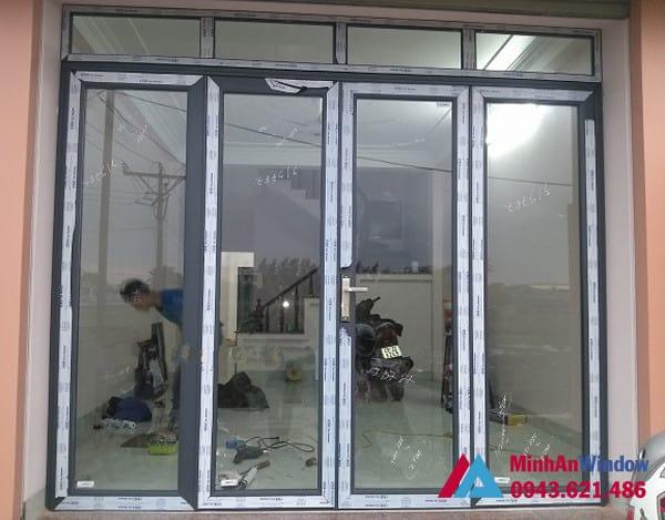 Mẫu cửa đi nhôm kính mở quay Minh An Window lắp đặt cho khách hàng tại huyện Thường Tín