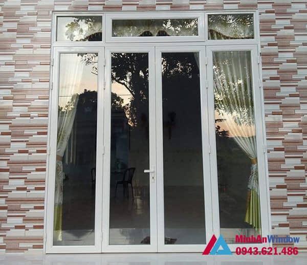 Mẫu cửa đi nhôm kính 4 cánh màu trắng Minh An Window lắp đặt cho khách hàng tại huyện Mỹ Đức