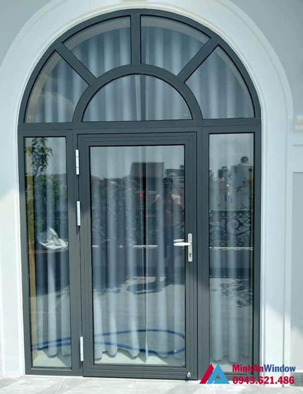 Mẫu cửa đi nhôm kính màu ghi xám Minh An Window lắp đặt cho khách hàng tại huyện Phúc Thọ