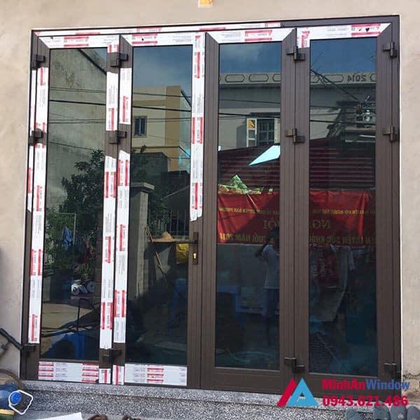 Mẫu cửa đi nhôm kính 4 cánh mở quay Minh An Window lắp đặt cho khách hàng tại huyện Thường Tín