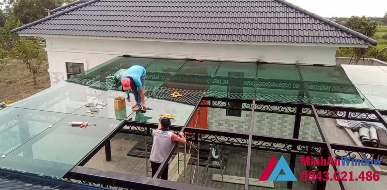 Công trình mái kính cường lực do Minh An Window lắp đặt tại quận Tây Hồ