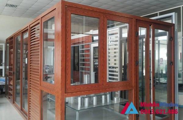 Mẫu cửa nhôm kính màu vân gỗ Minh An Window lắp đặt cho khách hàng tại huyện Phúc Thọ