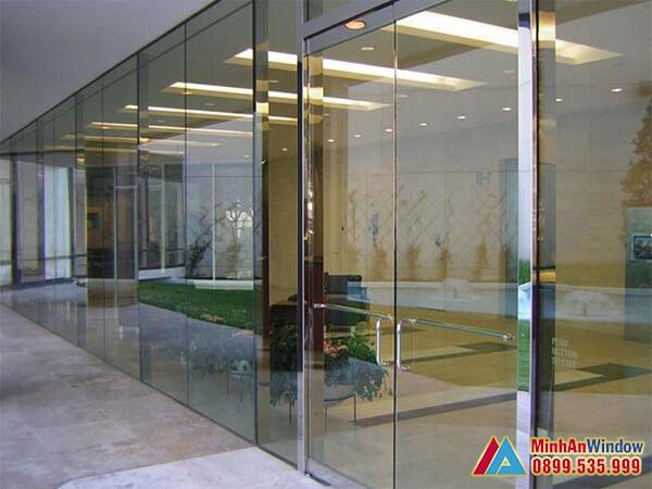 Cửa trượt kính cường lực 2 cao cấp cho các khách sạn - Minh An Window đã thi công