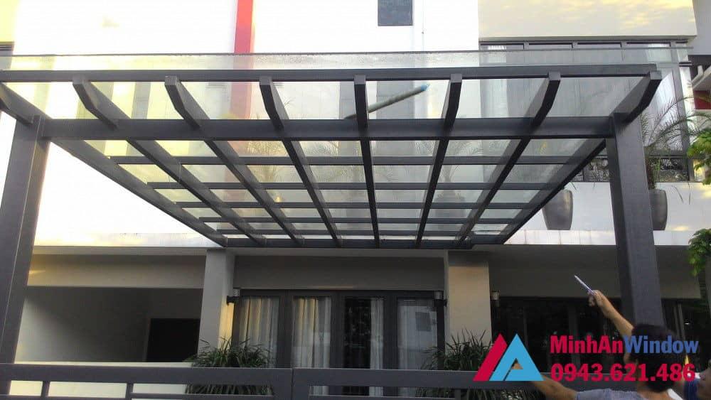 Mẫu mái kính khung sắt chắc chắn, bền đẹp do Minh An Window lắp đặt