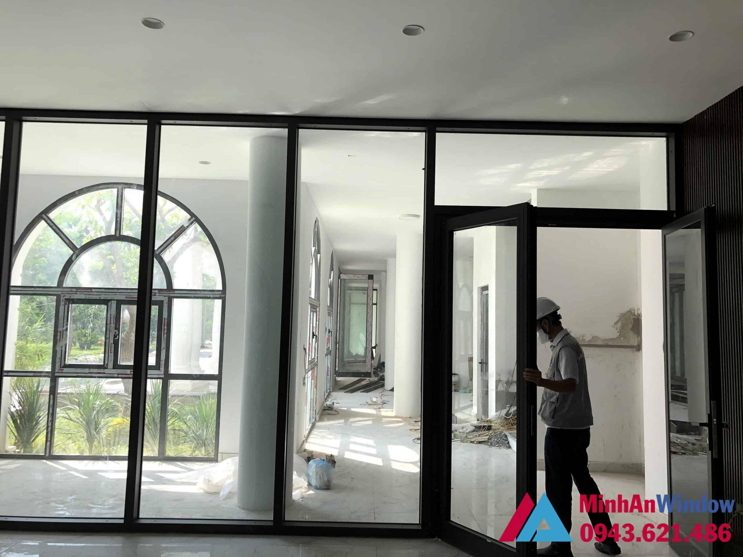 Mẫu cửa nhôm kính 2 cánh và vách nhôm kính Minh An Window lắp đặt tại KCN Thăng Long - Hà Nội
