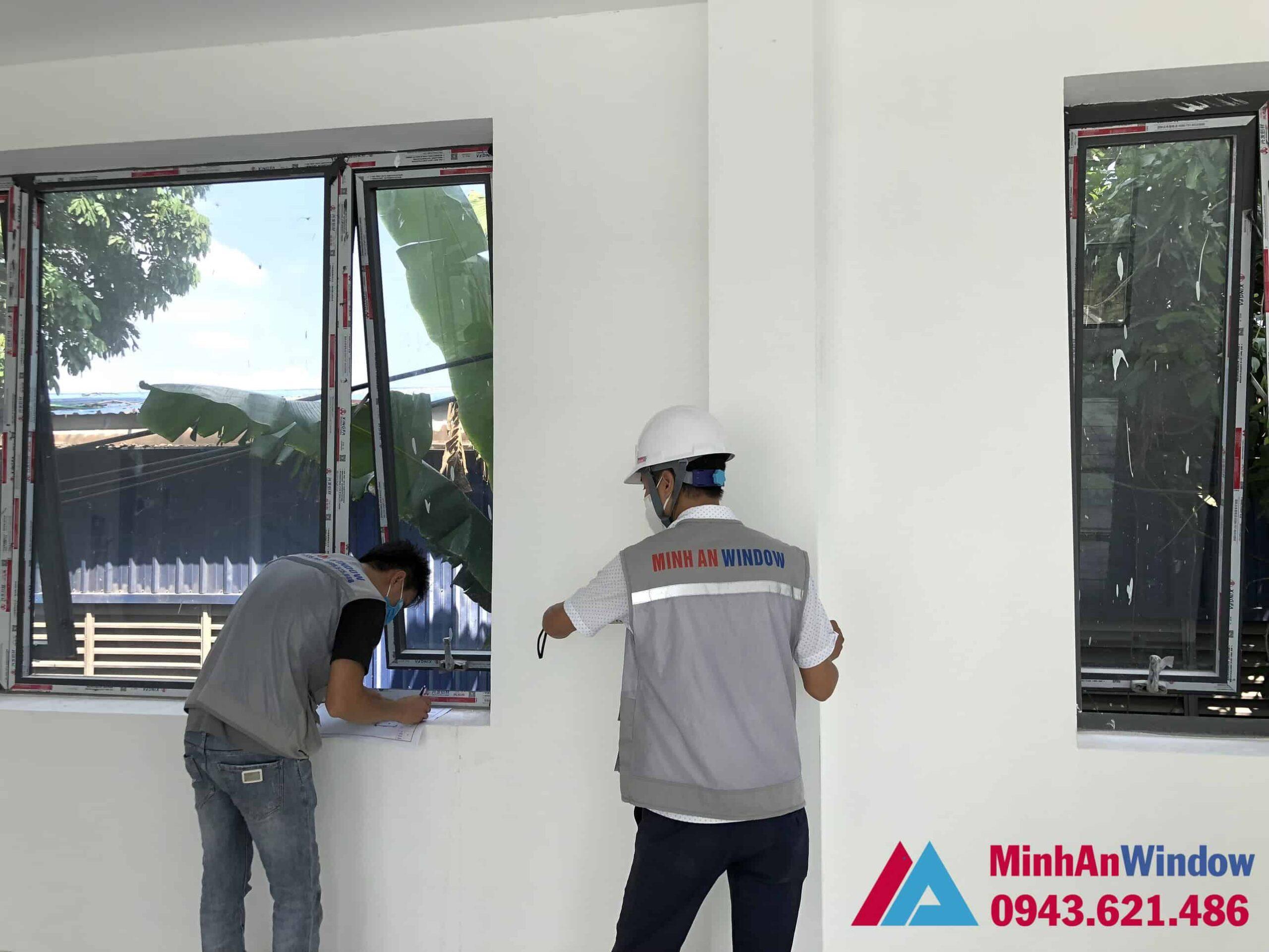 Nhân viên của Minh An Window trực tiếp đến công trình tư vấn, đo đạc, khảo sát