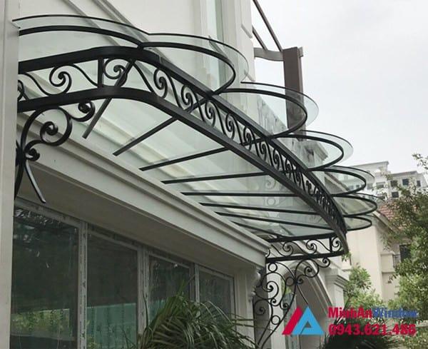 Mẫu mái kính khung sắt nghệ thuật Minh An Window lắp đặt cho khách hàng tại quận Tây Hồ