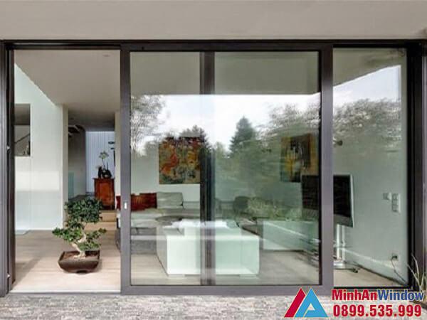 Mẫu cửa đi nhôm kính đẩy ngang 2 cánh khung lớn do Minh An Window lắp đặt