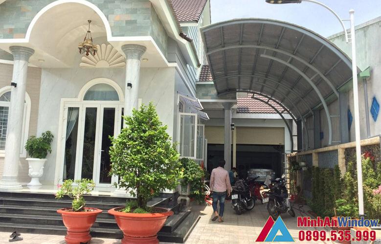 Mẫu mái tôn che sân trước nhà do Minh An Window lắp đặt