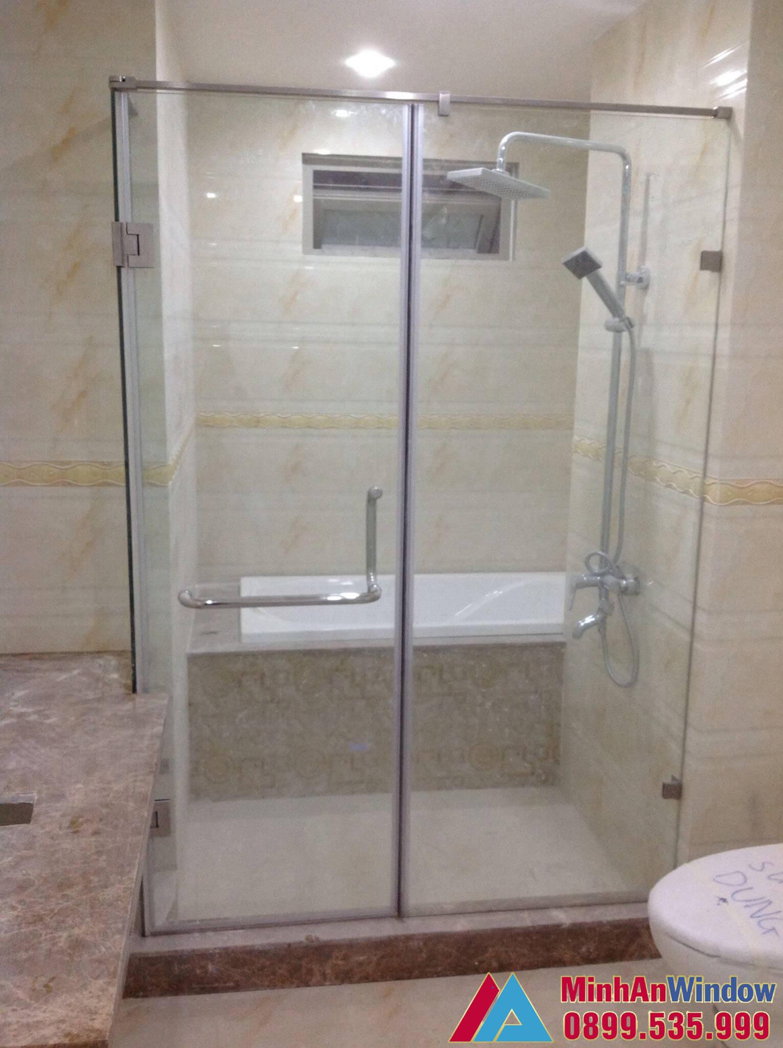 Mẫu vách kính phòng tắm nhỏ Minh An Window lắp cho nhà ở