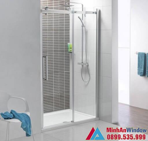 Mẫu vách kính phòng tắm nhỏ kiểu mới do Minh An Window lắp đặt
