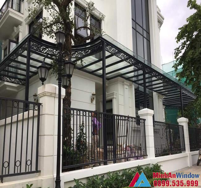 Mái kính sảnh nhà biệt thự do Minh An Window lắp đặt